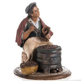 Presépio Terracota Deruta: Vendedor de castanhas em terracota para presépio de Deruta com figuras de  18 cm altura média