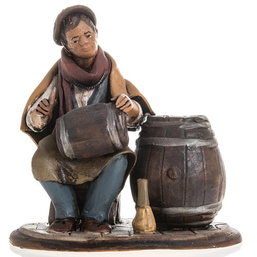 Man fixing casks, 18cm terracotta 1
