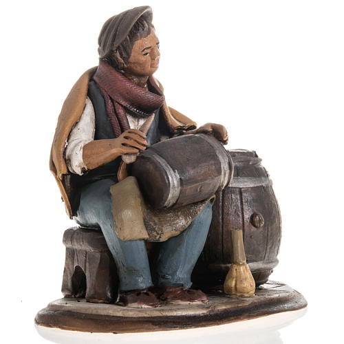 Man fixing casks, 18cm terracotta 3