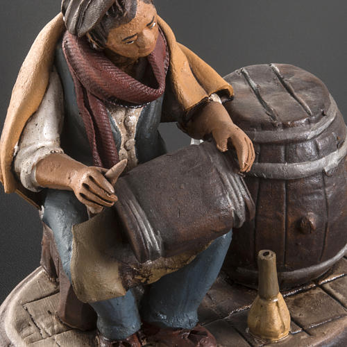 Man fixing casks, 18cm terracotta 5