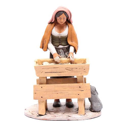 Donna che impasta in terracotta presepe Deruta 30 cm 1