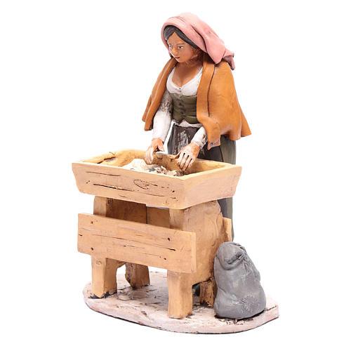 Donna che impasta in terracotta presepe Deruta 30 cm 2