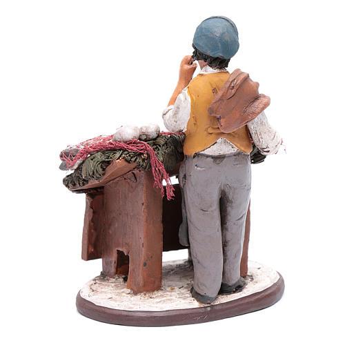 venditore pesce in terracotta presepe Deruta 18 cm 3