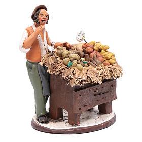 Homme avec étalage fruit crèche Deruta 18 cm en terre cuite s4