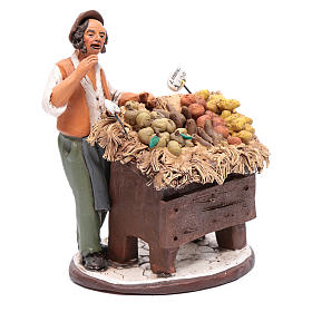 Uomo con banco frutta presepe Deruta 18 cm in terracotta s4