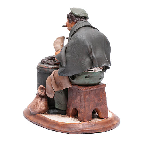 Uomo con caldarroste per presepe Deruta 30 cm terracotta 3