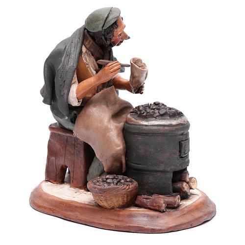 Uomo con caldarroste per presepe Deruta 30 cm terracotta 4