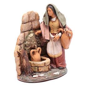 Woman at the fountain 18cm Deruta s4