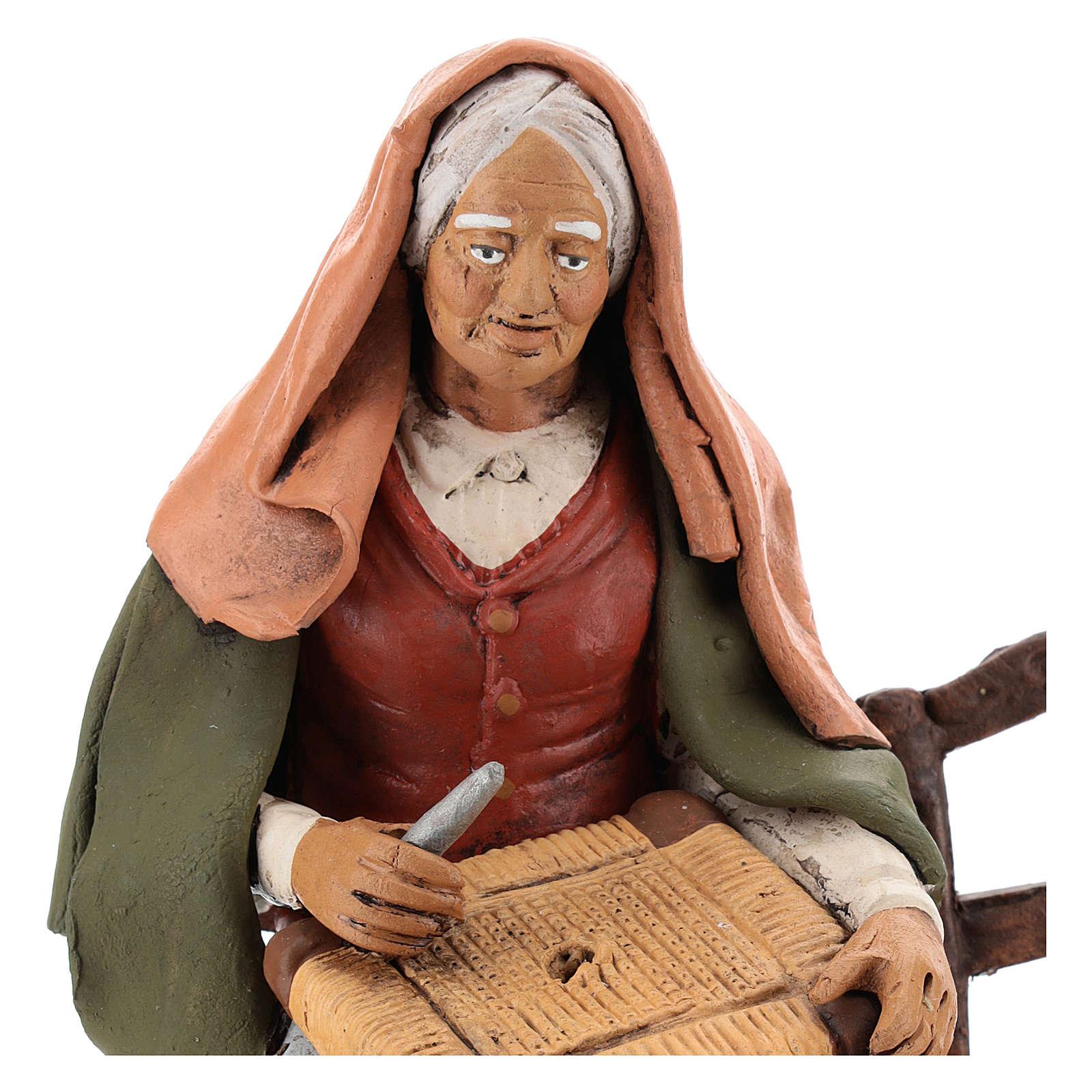 Vieille femme réparatrice de chaises pour crèche 30 cm en terre cuite Deruta 4