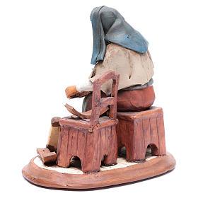 Vieille femme réparatrice de chaises pour crèche 30 cm en terre cuite Deruta s3