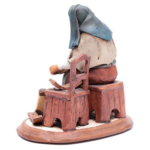 Vecchietta aggiusta sedie per presepe 30 cm terracotta 3