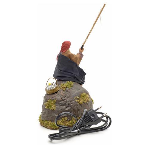 Pêcheur animé sur rocher crèche 12 cm 17