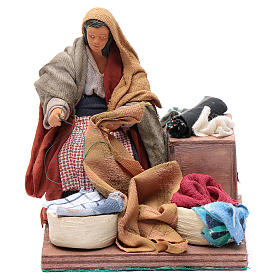Animated nativity scene, woman sewing 12 cm s1