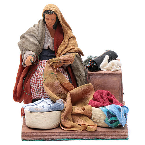Animated nativity scene, woman sewing 12 cm 1