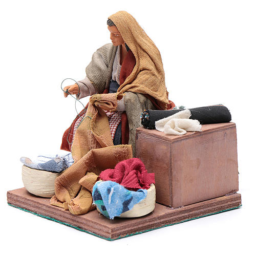 Animated nativity scene, woman sewing 12 cm 2