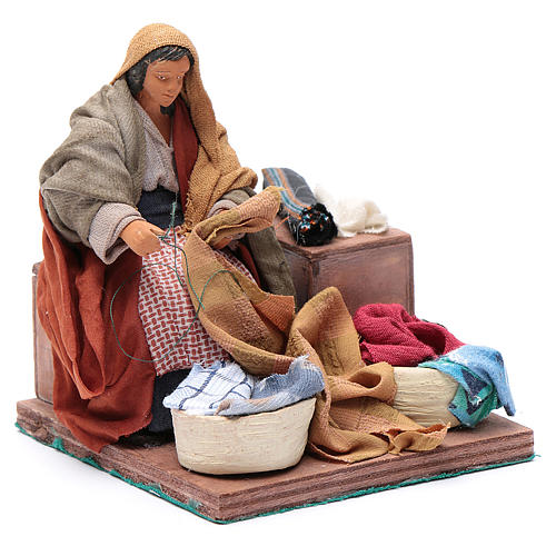 Animated nativity scene, woman sewing 12 cm 3