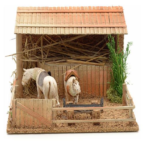 Establo con caballos movimiento 15x23x20 cm 1