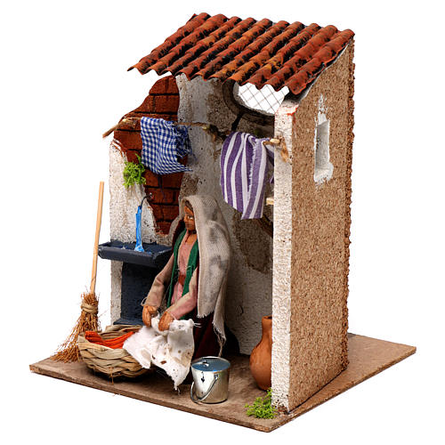 Animated woman hanging clothes 10cm Neapolitan Nativity 2