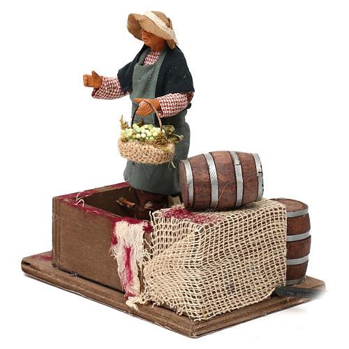Man squeezing Grapes 12cm neapolitan animated Nativity 3