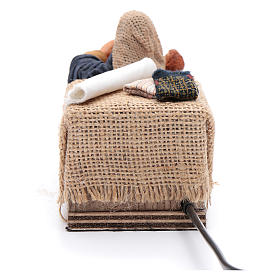 Maman caresse son fils assise crèche napolitaine 12 cm animation s4