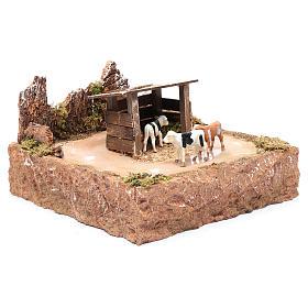 Mucche in movimento con paesaggio 15x25x25 cm s3