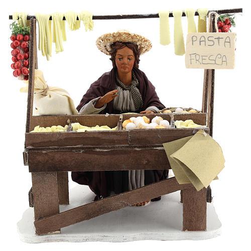 Escena en movimiento vendedora pasta fresca pesebre napolitano 24 cm 1