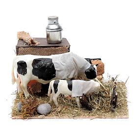 Vaca y cordero con comedero movimiento Belén Napolitano 12 cm s1