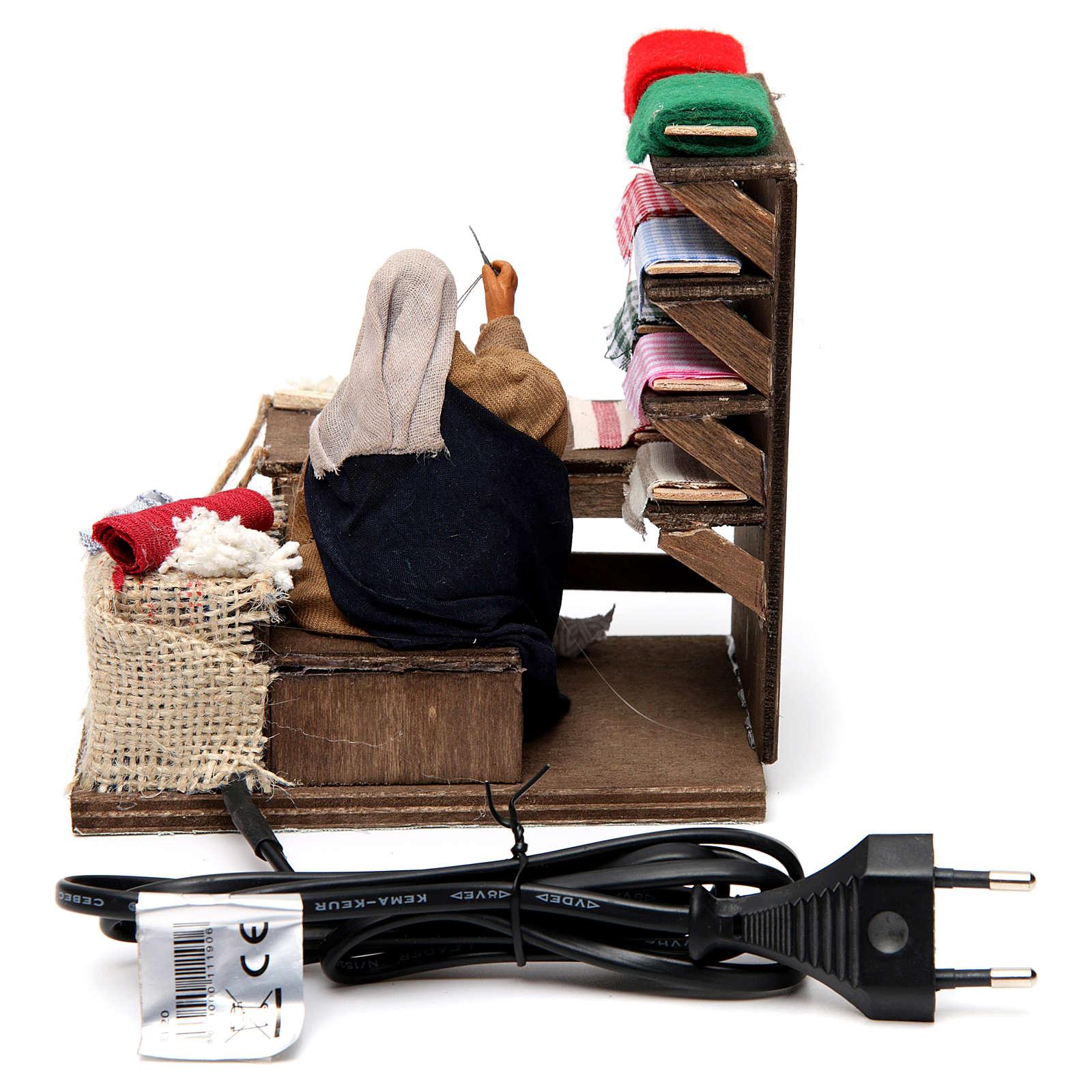 Couturière en mouvement avec table de travail pour crèche napolitaine de 12 cm 4