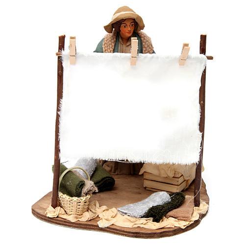Scène femme qui secoue son linge pour crèche napolitaine 24 cm 1