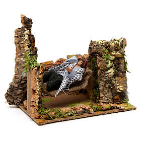 Man on hammock with movement 20x20x15 cm for 10 cm nativity scene s3