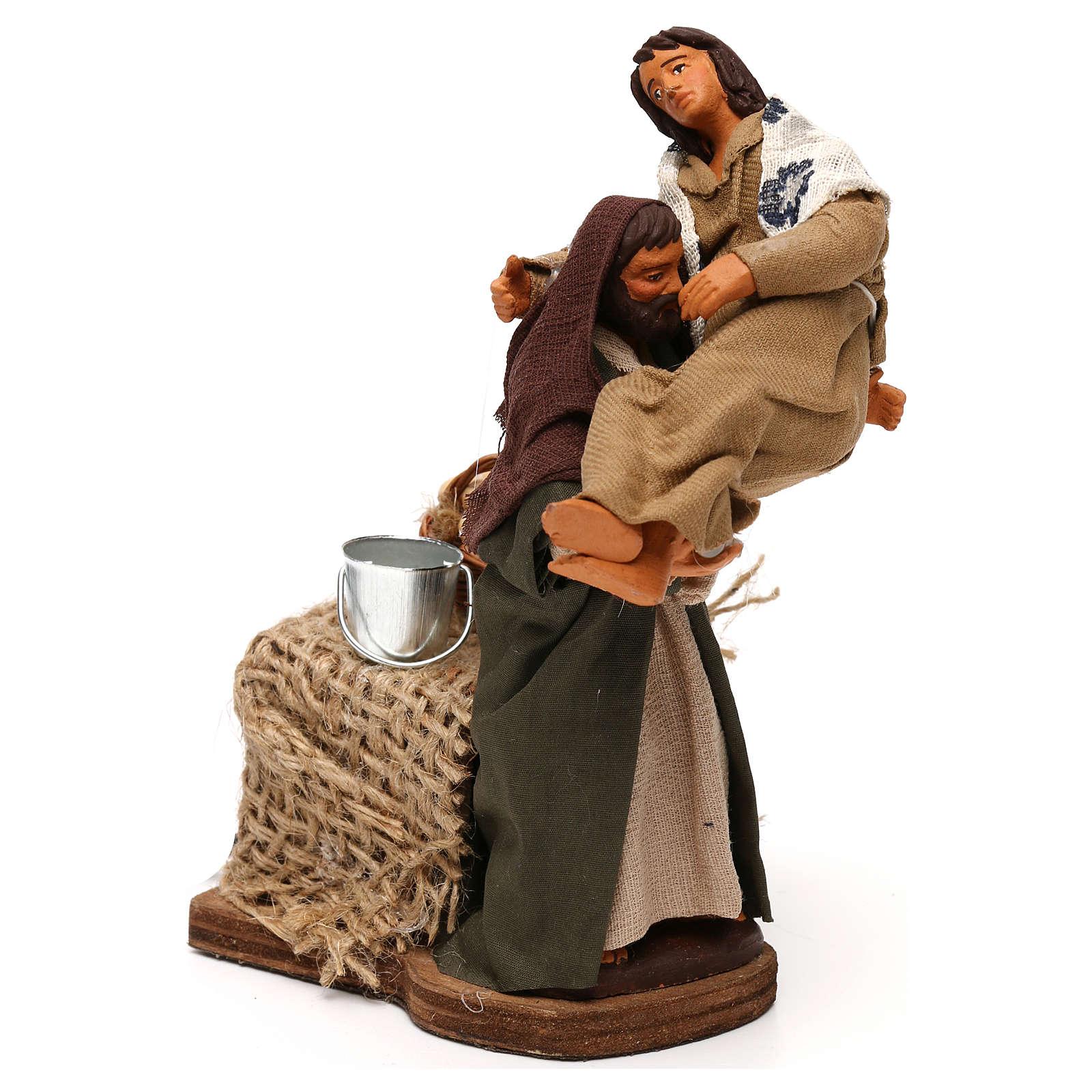 Uomo con donna in braccio in movimento presepe napoletano 12 cm 4