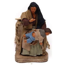 Presépio Napolitano: Mulher que dá palmadas ao filho movimento presépio napolitano com  figuras de 12 cm altura média