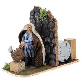 Moving man fixing barrels for Neapolitan Nativity Scene 7 cm s2