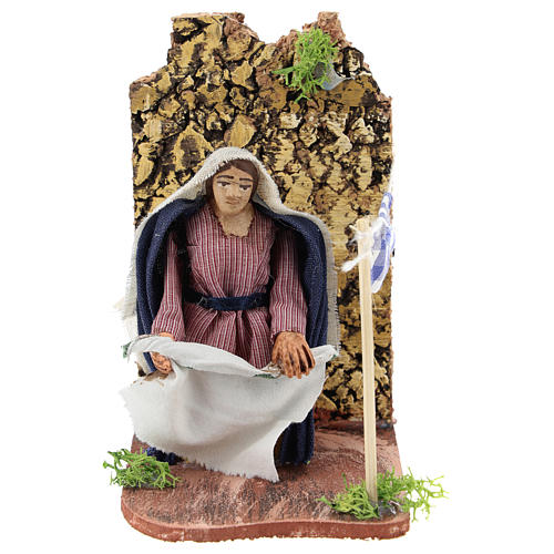 Moving woman hanging linens for Neapolitan Nativity Scene 7 cm 1