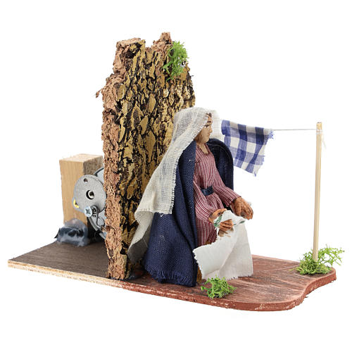 Moving woman hanging linens for Neapolitan Nativity Scene 7 cm 3