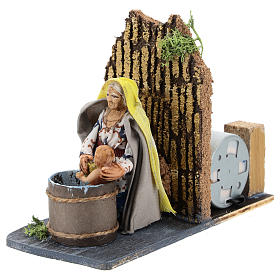 Moving woman washing baby for Neapolitan Nativity Scene 7 cm s2