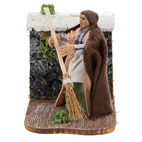 Moving woman with broom for Neapolitan Nativity Scene 7 cm s1