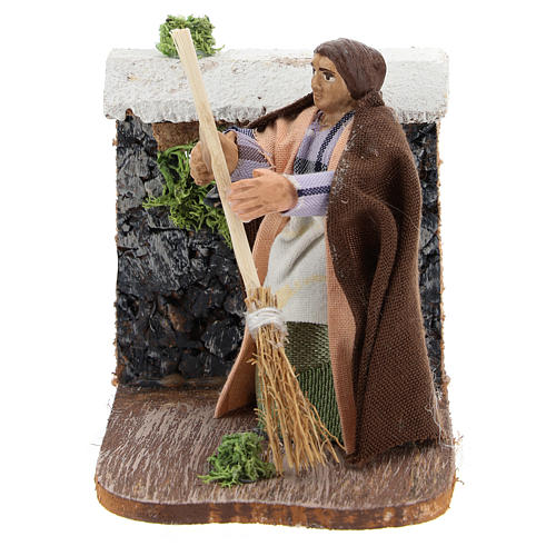 Moving woman with broom for Neapolitan Nativity Scene 7 cm 1
