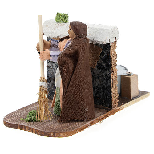 Moving woman with broom for Neapolitan Nativity Scene 7 cm 2