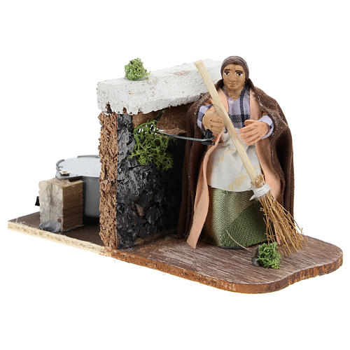 Moving woman with broom for Neapolitan Nativity Scene 7 cm 3