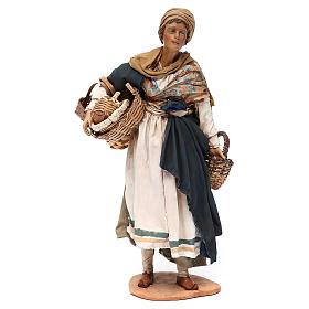 Mujer con cesta de terracota 30 cm, Angela Tripi s1