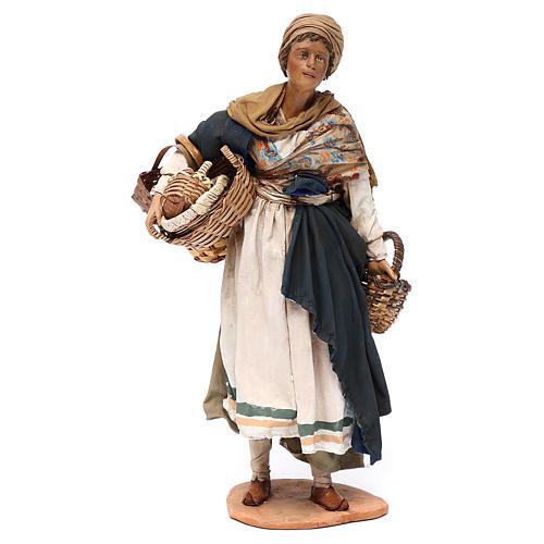 Mujer con cesta de terracota 30 cm, Angela Tripi 1