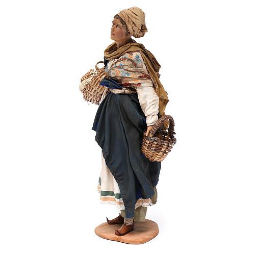 Mujer con cesta de terracota 30 cm, Angela Tripi 2