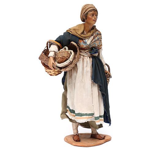 Mujer con cesta de terracota 30 cm, Angela Tripi 3