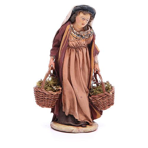 Mujer con cestas de musgo Belén 13 cm Angela Tripi terracota 1