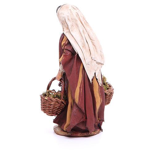 Mujer con cestas de musgo Belén 13 cm Angela Tripi terracota 3