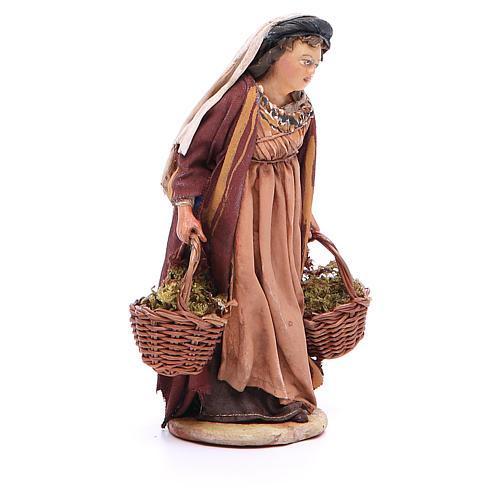 Mujer con cestas de musgo Belén 13 cm Angela Tripi terracota 4