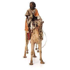Roi Mage noir avec vase sur chameau 18cm Tripi s2
