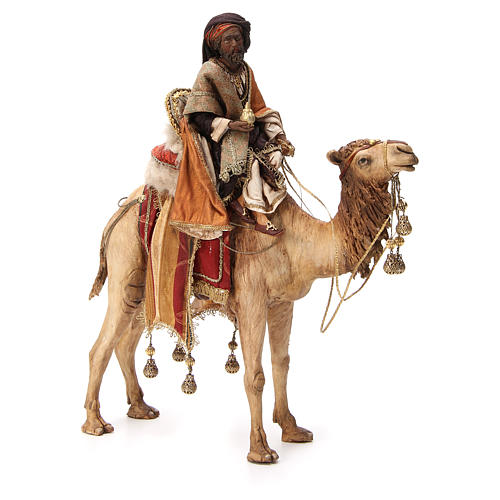 Roi Mage noir avec vase sur chameau 18cm Tripi 1