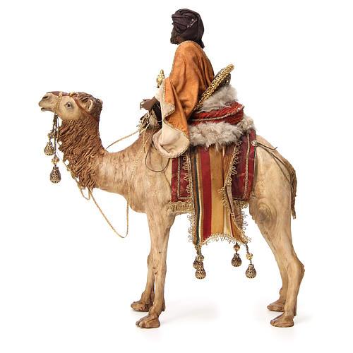 Roi Mage noir avec vase sur chameau 18cm Tripi 3